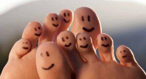 pied orteils doigts de pied heureux